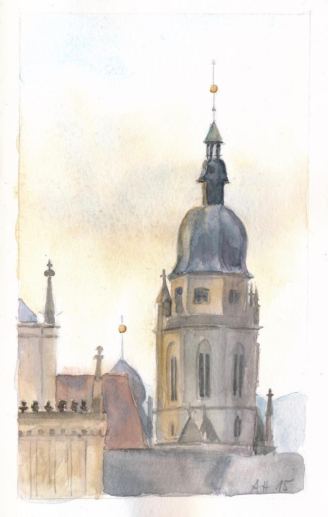 Blick über den Coburger Schlossplatz zum Turm der Morizkirche